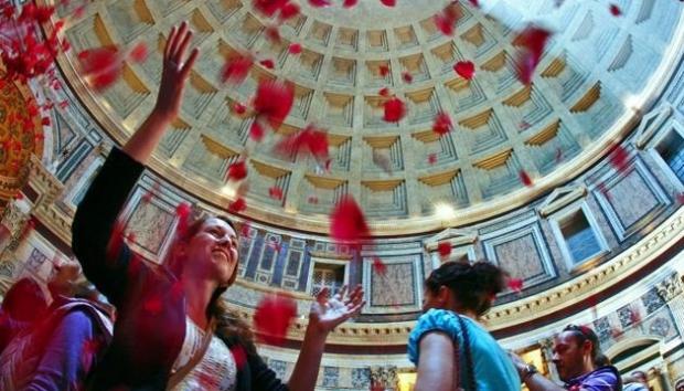 roma-pantheon-pentecoste_765x410_.jpg