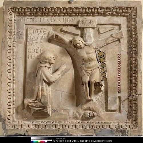 nicola-da-monteforte-1311-nicola-da-monteforte-ai-piedi-del-crocifisso-scultura-frammentaria-in-marmo-benevento-museo-del-sannio.jpg