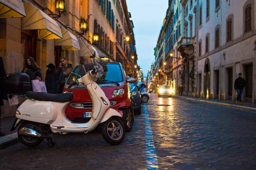 22.-rome-italy-dominique-kane-photographer-scooter-bikes-streets-city-sunset-night-light-lamp-streetlights-glow-beautiful-italian-italia-travel-blog