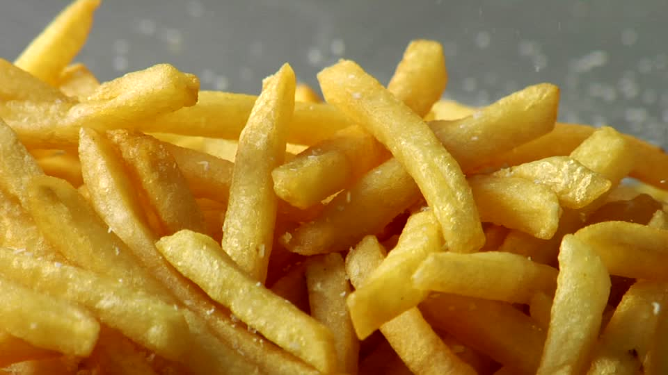 253686267-ketchup-patatine-fritte-sale-spezia-fast-food