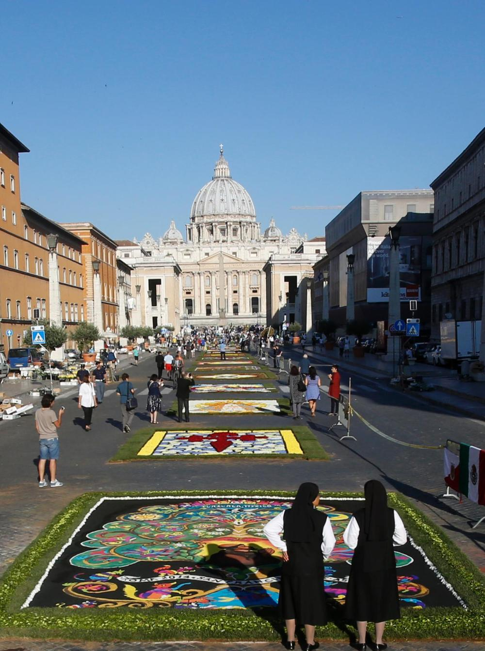 1404042529426_Italy_Vatican_Infiora_rain.jpg