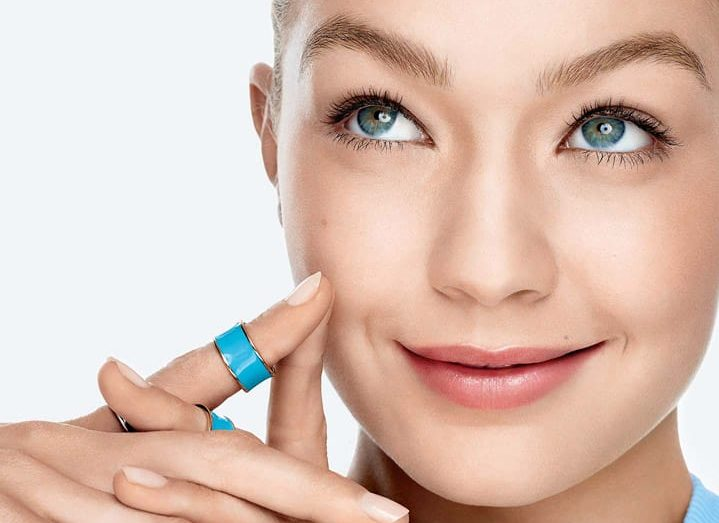 BB-CC-cream-dream-pure-bb-gigi-hadid-beautyimage-1x1-e1478105305332.jpg