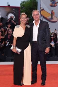 """VENICE, ITALY - SEPTEMBER 02: Sonia Bruganelli and Paolo Bonolis walk the red carpet ahead of the """"Martin Eden"""" screening during the 76th Venice Film Festival at Sala Grande on September 02, 2019 in Venice, Italy. (Photo by Stefania D'Alessandro/WireImage,)"""