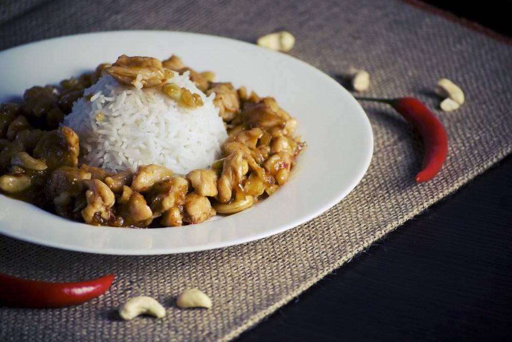 Pollo con anacardi Veloce e semplice da portare in tavola, con tutto il sapore della ricetta cinese!
