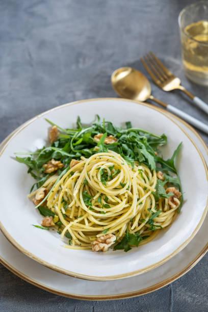 Spaghetti con pesto di rucola, ricotta e noci (3).jpg