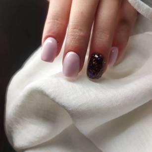Close up of Fake Nails, Acrylic Nails, Gel nails on a woman's hand