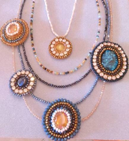 collana embrodery