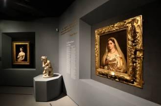 """ROME, ITALY - MARCH 04: Visitors admires the work """"Portrait of a young woman in the role of Venus (Fornarina)"""" (L) and """"Portrait of a woman called La Velata"""" (R) by Raffaello Sanzio (Raphael) during the preview of the """"Raffaello"""" exhibition about italian artist of Rinascimento (Renaissance) Raffaello Sanzio (Raphael)at Scuderie del Quirinale on March 04, 2020 in Rome, Italy. (Photo by Roberto Serra - Iguana Press/Getty Images)"""