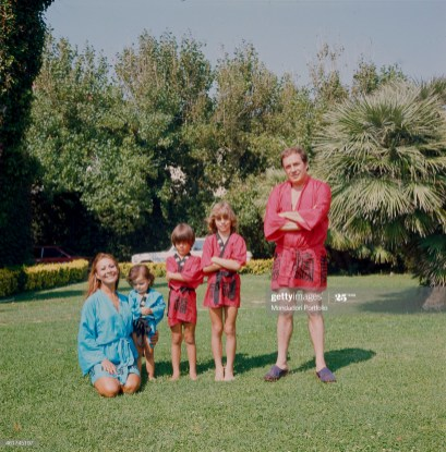 Italian actor, director and scenarist Ugo Tognazzi posing with his wife, Italian actress Franca Bettoja and his children Maria Sole, Gianmarco and Thomas born from the relationship with Norwegian actress Margarete Robsahm. Ugo Tognazzi and his children Gianmarco and Thomas wearing a short red kimono, while Franca Bettoja and the daughter Maria Sole wearing a blue one. Italy, 1974 (Photo by Mondadori via Getty Images)