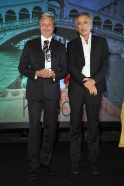 VENICE, ITALY - SEPTEMBER 05: Mads Mikkelsen and Bernard-Henri Lévy pose with award at the Kineo Prize Ceremony at the 77th Venice Film Festival on September 05, 2020 in Venice, Italy. (Photo by Daniele Venturelli/WireImage,)