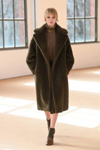 MILAN, ITALY - FEBRUARY 25: Look 28 at the Max Mara Fall/Winter 2021-2022 show during Milan Fashion Week on February 25, 2021 in Milano, Italy. (Photo by Daniele Venturelli/Daniele Venturelli/ Getty Images for Max Mara)