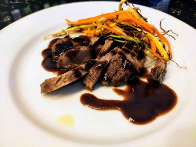 Toma-ristorante-Roma-Secreto-iberico-con-verdure-1280x960