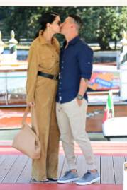 VENICE, ITALY - SEPTEMBER 02: Adriana Lima kisses her boyfriend Andre L III as they arrive at the 78th Venice International Film Festival on September 02, 2021 in Venice, Italy. (Photo by Daniele Venturelli/WireImage)