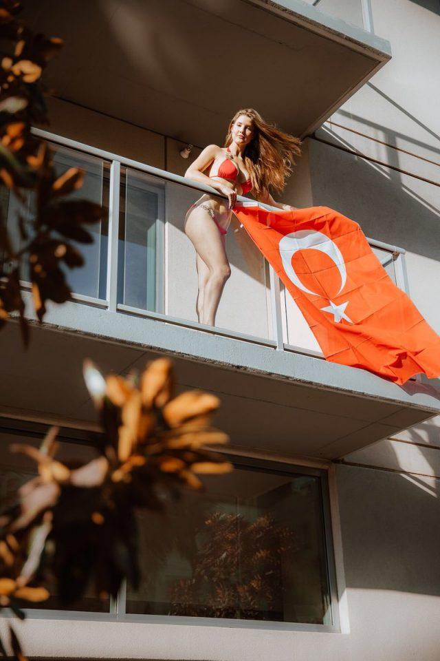 Gorgeous Fall Wallpaper 5 Hot Pics Of Amanda Cerny From Turkey Photoshoot Blogrope