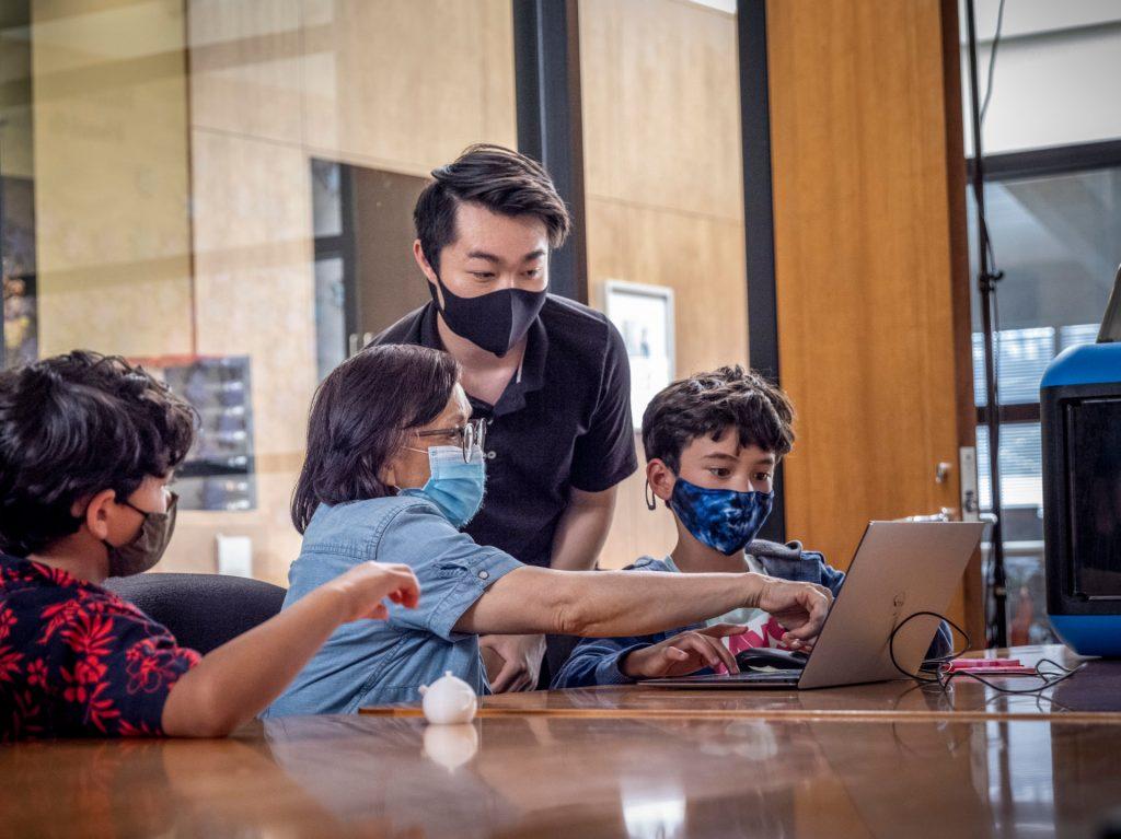 GrantEshima ProgramSpecialist atKimochi, children, and senior collaborate in Tinkercad