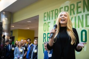 Rachel Pardue '19 pitches LOU at the 2019 Venture Expo.
