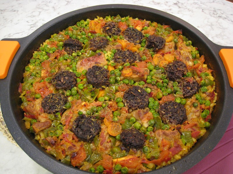 Arroz con costillas y morcilla