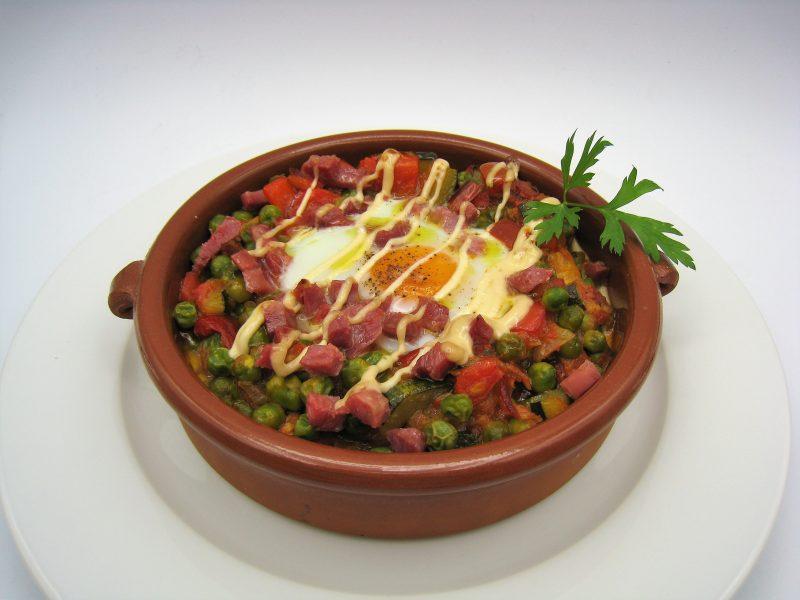 Cazuela de Pisto con huevos