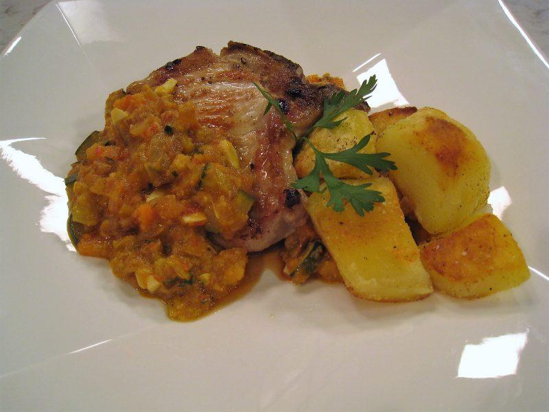 Chuleta de cerdo en salsa con patatas