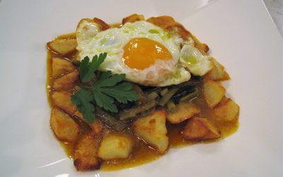 Huevos fritos con tagarninas