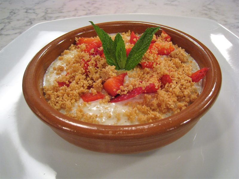 Tarta de Quinoa con leche y fresas