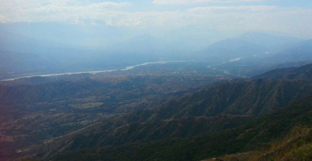 El cañón del río Cauca, en el suroeste antioqueño, ya se ha visto afectado por la construcción de Hidroituango, una de las hidroeléctricas más grandes del país, que entrará en funcionamiento en 2018. Foto del Movimiento Ríos Vivos Antioquia.