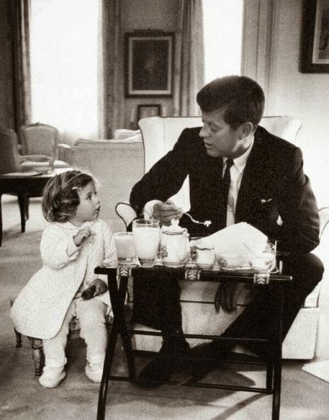John-F.-Kennedy-having-a-tea-party-with-his-daughter,-Caroline-(1960)