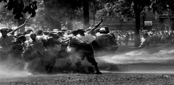 12.firehouse-against-demonstrators (1)