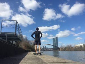 Laufmeditation abgeschlossen: Nils am Ziel in Frankfurt