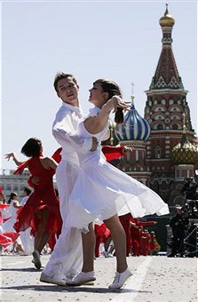 https://i0.wp.com/blogs.ft.com/beyond-brics/files/2011/07/A-Russian-couple-dances.jpg