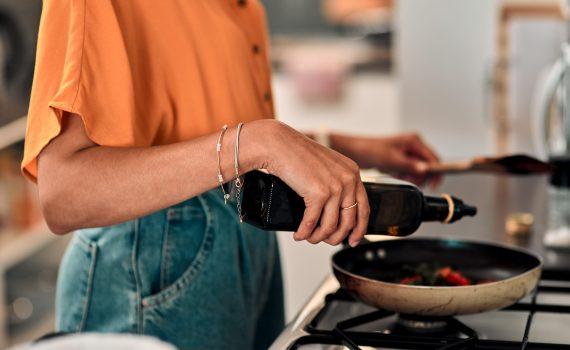 L'Olio EVO conserva le sue proprietà salutari anche se usato per la cottura
