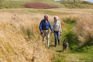 Para conservar a mobilidade, os maiores de 80 anos deveriam exercitar-se em pé