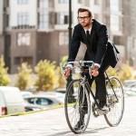 Ir en bicicleta al trabajo aporta beneficios a la salud y al ambiente