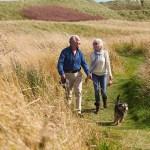 Para conservar la movilidad, los ancianos deberían ejercitarse en pie