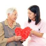 5 Tips Memilih Perawat Lansia Yang Tepat
