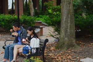 Students eat leftovers outside on Sept. 2. Favorite meals can create bonds between those at the table, as well as create feelings of nostalgia. Photo by E.J. Wood