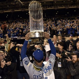 Kansas City Royals center fielder Jarrod Dyson held the World Series trophy up for fans to see after the Royals defeated the New York Mets 7-2 to win World Series on Sunday, November 1, 2015 at Citi Field in New York. Photo courtesy of John Sleezer, Kansas City Star, jsleezer@kcstar.com