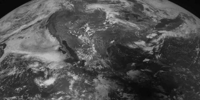 La sombra del eclipse de 1991 pasando sobre El Salvador, imagen desde el espacio por el satélite GOES 8.
