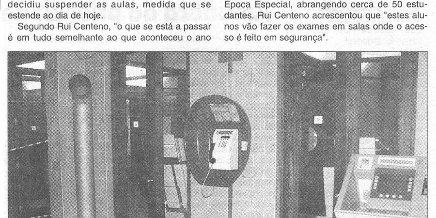 """(128) """"Queda de azulejos encerra """"Letras"""" - 1999 12 15 CManha ...-230r"""
