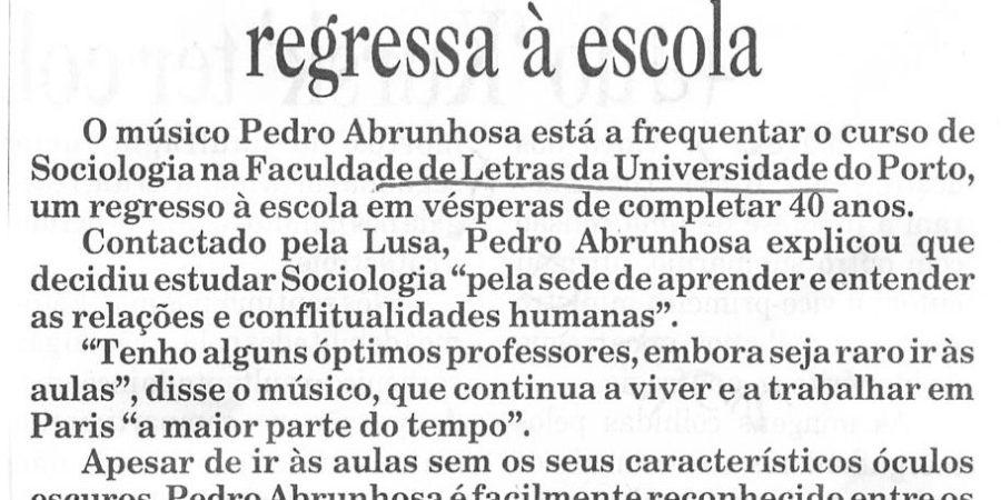 """(45) """" Pedro Abrunhosa regressa à escola"""" - 2000 11 09 DInsular 07-90r"""