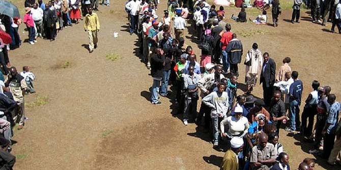 Kenyans queue outside a voting station during the elections on 27 December 2007.  Photo © Ian Schuller/Flickr/Creative Commons