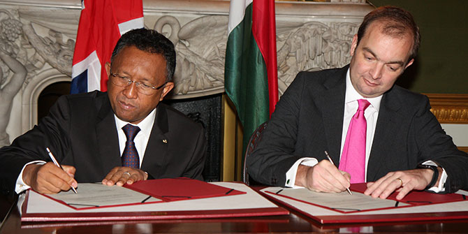 The UK Foreign Office Minister for Africa James Duddridge and the President of Madagascar signing a communiqué announcing that Madagascar will re-open its Embassy in London in 2015 Photo Credit: FCO via Flickr (http://bit.ly/29voWZf)