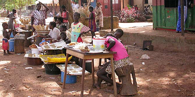 Roadside traders in Guinea Bissau Photo credit: Photo RNW.org via Flickr (http://bit.ly/2eCVQJD) CC BY-ND 2.0