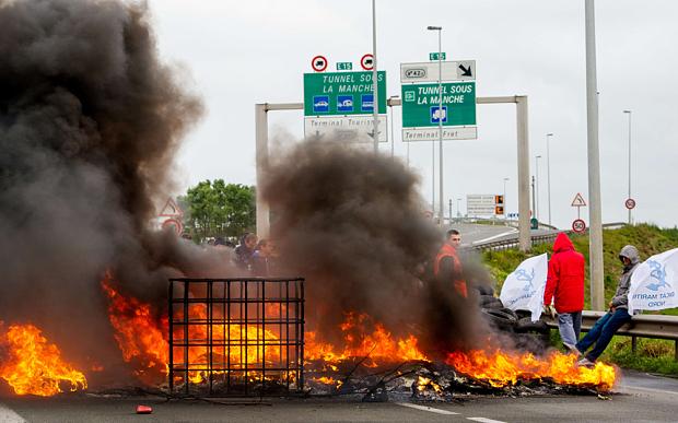 calais-fire-strike_3351144b