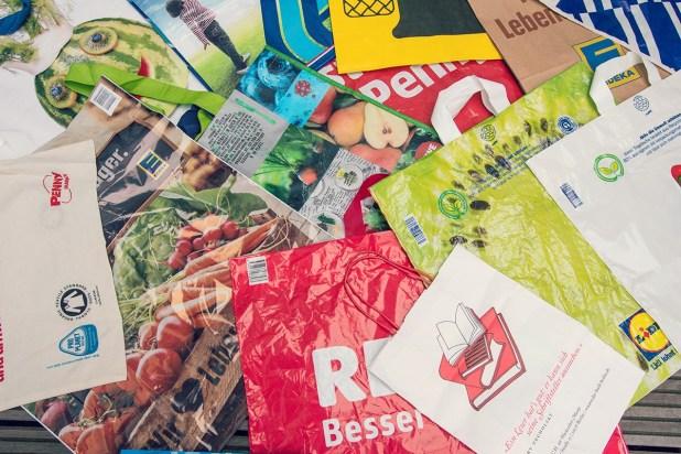 Auch Tüten aus Bioplastik oder Papier haben keine allzu gute Umweltbilanz : Foto: NABU/S. Hennigs