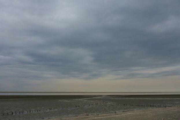 Wolkenimpression über Watt (Foto: Tore J. Mayland-Quellhorst).