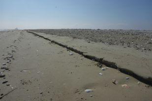 Ausgewaschene Kante am Strand (Foto: Tore J. Mayland-Quellhorst).