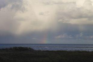 Regenbogen im Schauer (Foto: Tore J. Mayland-Quellhorst).