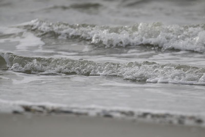 Sanfte Wellen am Strand (Foto: Jonas Kotlarz)