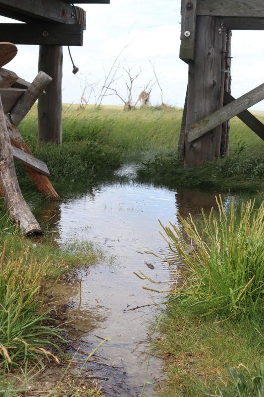 Wasser unter der Hütte